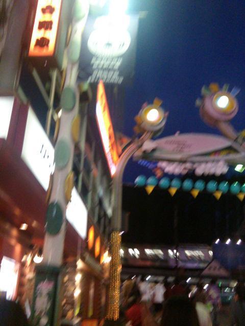 東京原宿駅竹下通り商店街門とネオンサイン【9・30あるあるの東京・原宿ぶらり】