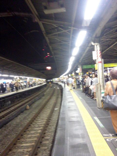 東京JR新宿駅ホーム【10・1あるあるの東京・新宿ぶらり】